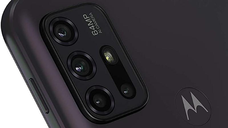 moto g30の背面カメラ部分。4つのカメラレンズのフラッシュライトを搭載。